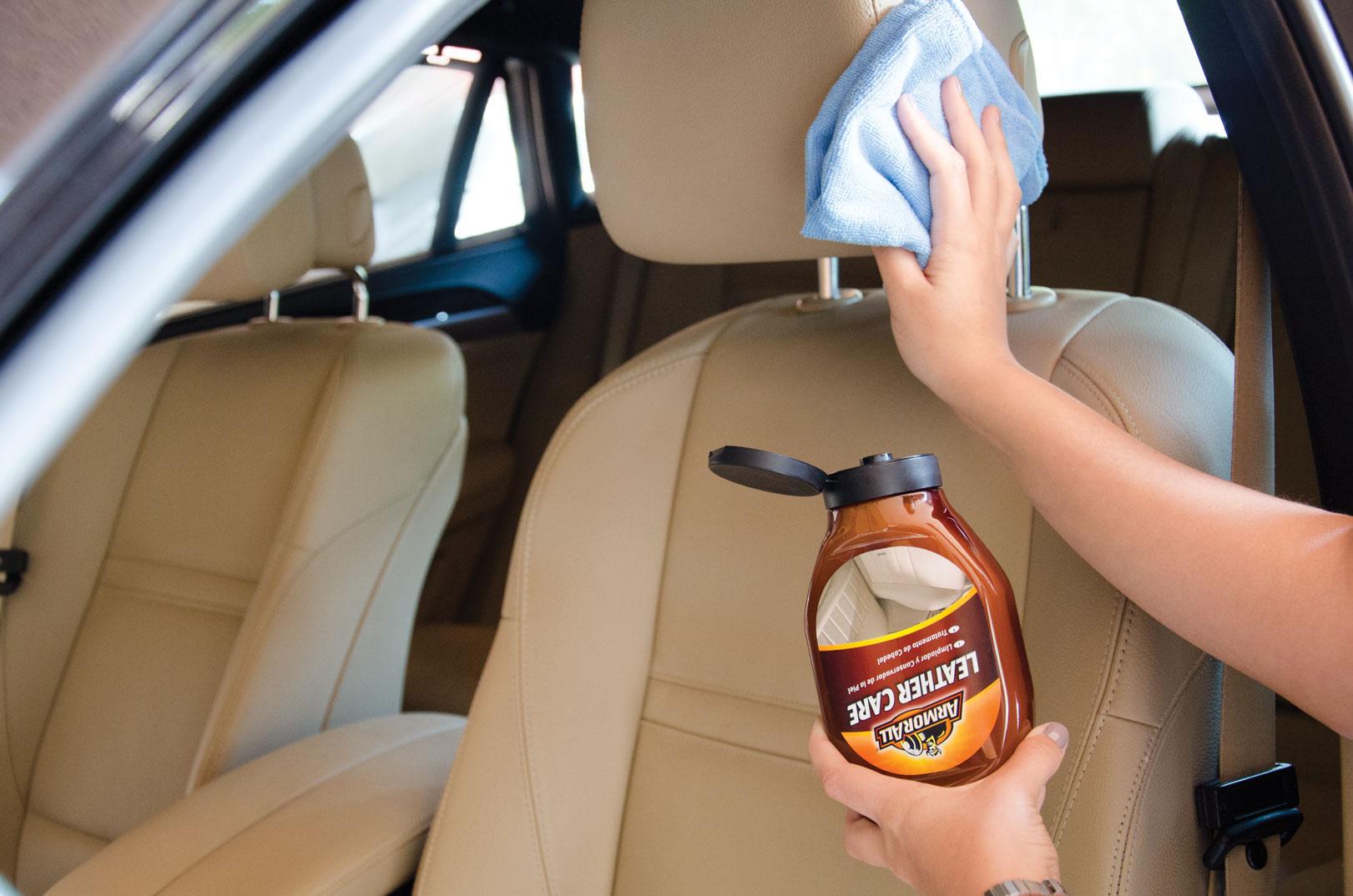 Productos para limpiar la tapiceria de cuero del coche