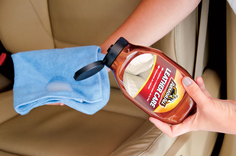 C mo limpiar la tapicer a de un coche blog accesorios - Productos para limpiar muebles ...