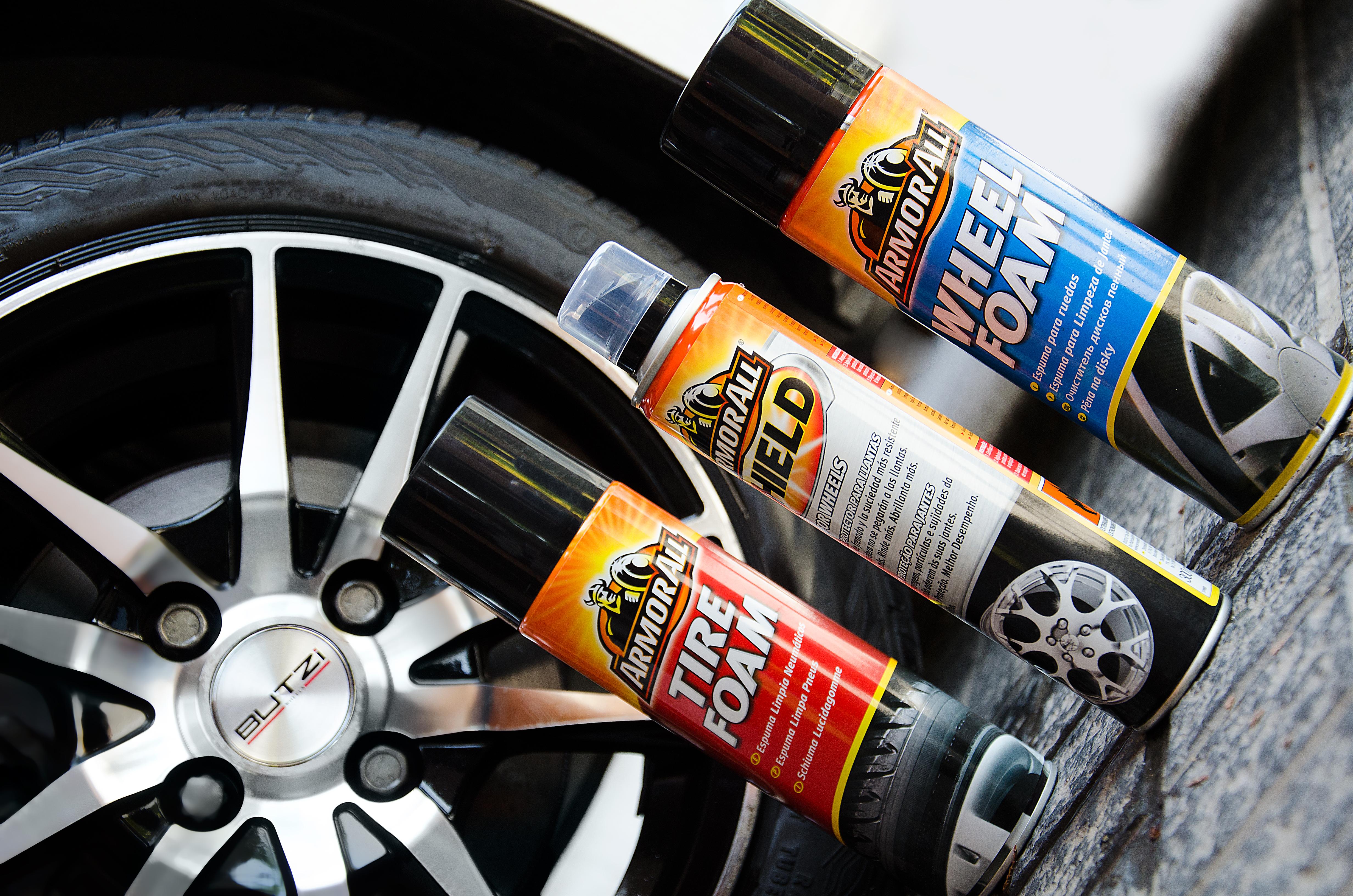 Limpiar llantas coche